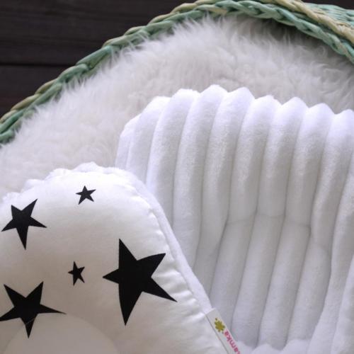 """Ортопедическая двусторонняя подушка для новорожденных """"Звезды черные"""" белый плюш Plamka (Poland)"""